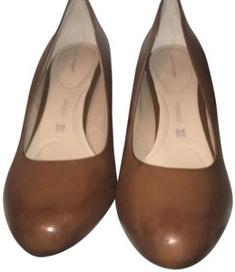 Rockport British Tan Pumps