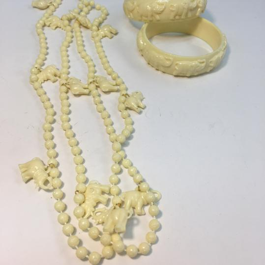 Vintage Vintage white plastic elephant bangle bracelet & Necklace Image 4