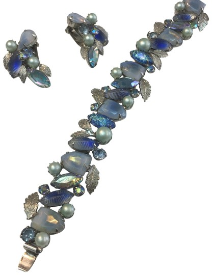 Preload https://img-static.tradesy.com/item/24493567/blue-vintage-and-gray-leaf-bracelet-and-earring-set-0-1-540-540.jpg