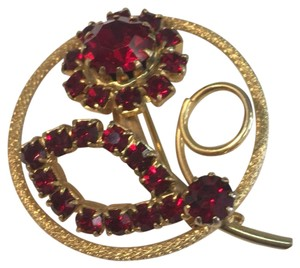 Vintage Vintage red rhinestone gold circle brooch pin