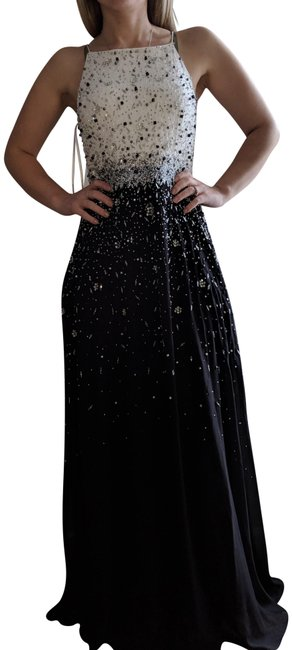Item - White and Black Gown Long Formal Dress Size 10 (M)