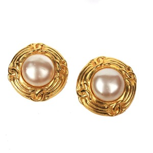 Chanel Chanel Large Pearl Clip-on Earrings CC Gold Ring Detail