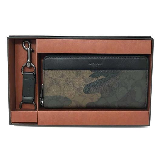 Preload https://img-static.tradesy.com/item/24499178/coach-green-multi-men-s-boxed-accordion-gift-set-in-signature-canvas-camo-wallet-0-0-540-540.jpg