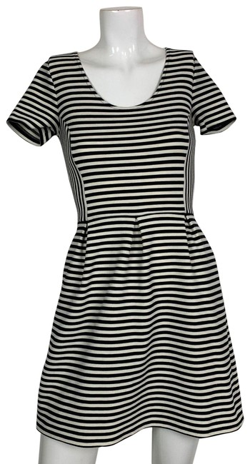 Preload https://img-static.tradesy.com/item/24499596/madewell-black-and-white-fit-flare-stripes-short-casual-dress-size-2-xs-0-1-650-650.jpg