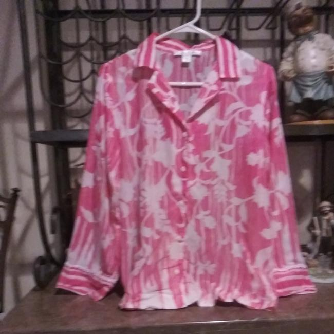 Preload https://img-static.tradesy.com/item/24500080/oscar-de-la-renta-pink-and-white-floral-button-down-top-size-6-s-0-0-650-650.jpg