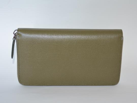 Burberry NWT BURBERRY WOMENS $650 RENFREW ZIP AROUND WALLET MADE IN ITALY Image 1