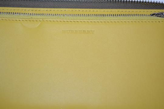 Burberry NWT BURBERRY WOMENS $650 RENFREW ZIP AROUND WALLET MADE IN ITALY Image 8