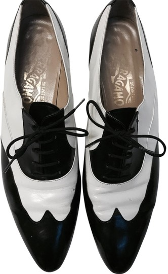 Preload https://img-static.tradesy.com/item/24501341/salvatore-ferragamo-white-and-black-baroque-lace-up-formal-shoes-formal-shoes-size-us-75-narrow-aa-n-0-1-540-540.jpg