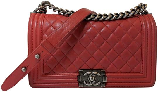 Preload https://img-static.tradesy.com/item/24501345/chanel-boy-old-medium-ruthenium-hardware-red-lambskin-leather-shoulder-bag-0-3-540-540.jpg