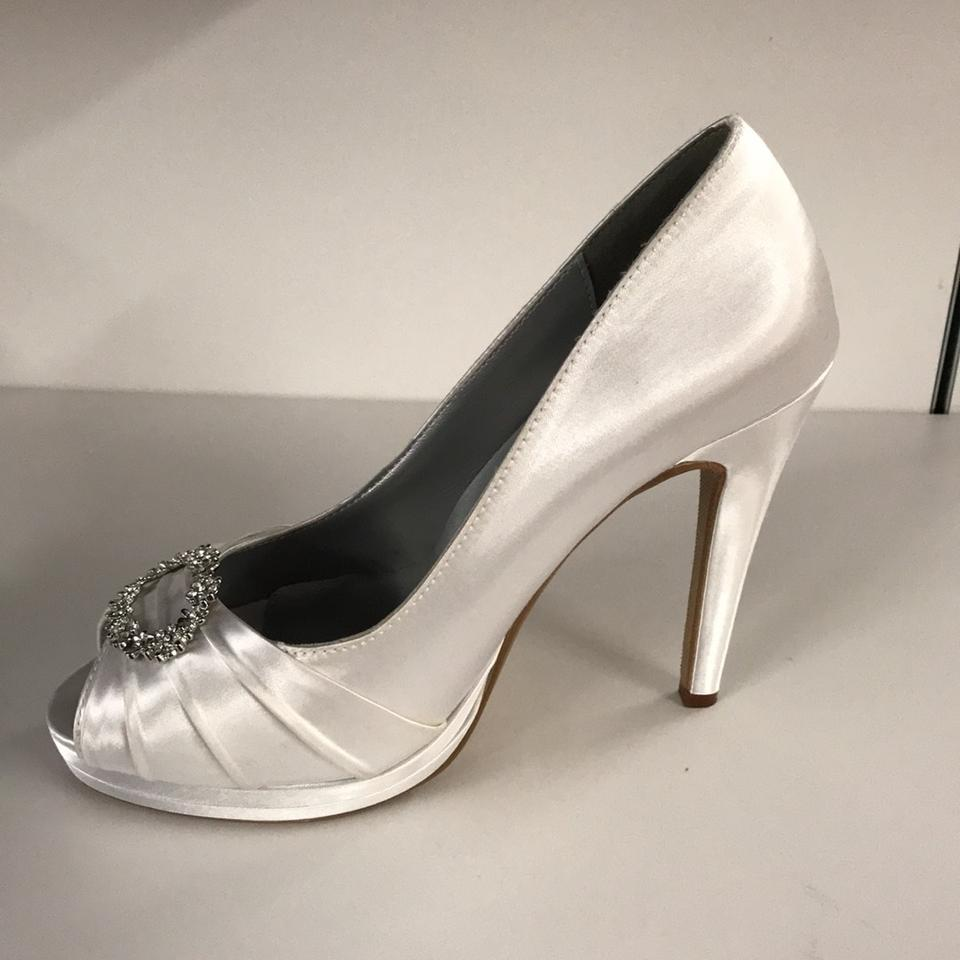 e0b426b65ca9 Dyeables White Gianna Pumps Size US 8 Regular (M