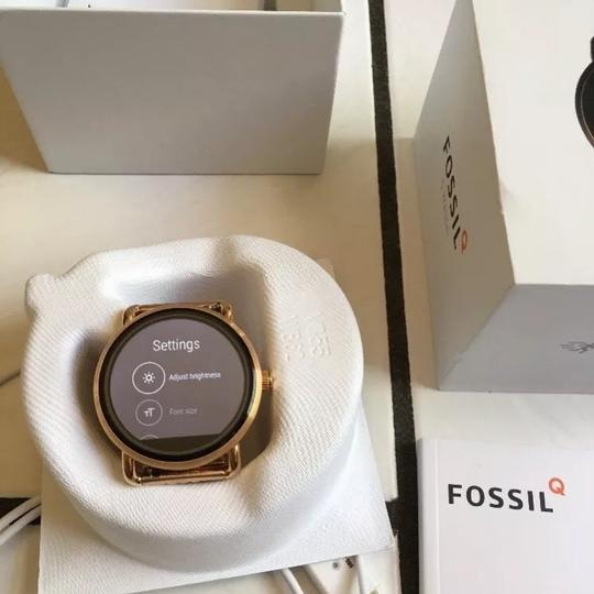 Fossil Fossil Q Wander Rose Gold Stainless Steel Touchscreen Smartwatch Image 5