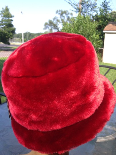 Flag accessories Nwt flag accessories red faux fur hat Image 1