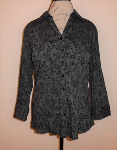 Croft & Barrow Wrinkled Flowers 3/4 Sleeved Buttoned Crinkle Button Down Shirt Black, Gray