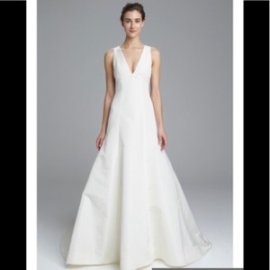 Amsale Ivory Polyester Keaton V- Neck Fit & Flare Gown Formal Wedding Dress Size 8 (M)