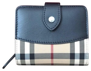 Burberry Burberry women's wallet new made in Italy!