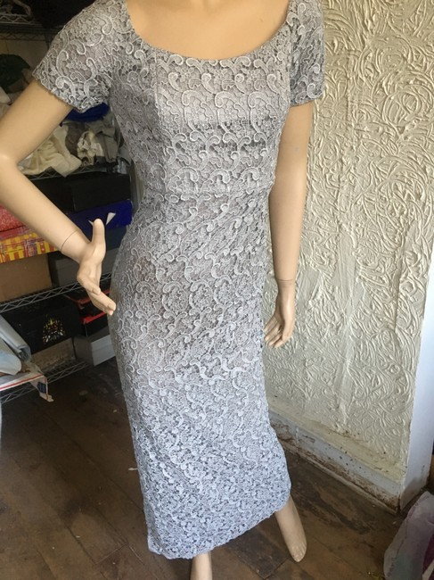 Item - Silver Short-sleeve Lace Column Gown with Slit Long Formal Dress Size 0 (XS)