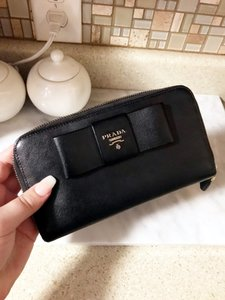 Prada Black Continental Saffiano Bow Zip Prada Wallet