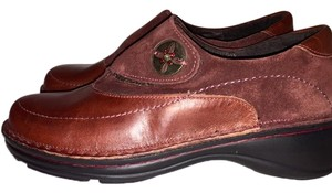 Naot cognac brown Flats
