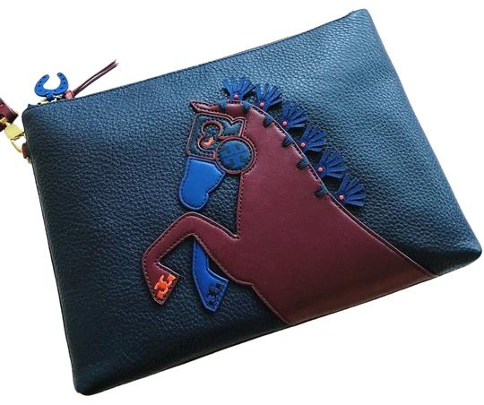 Preload https://img-static.tradesy.com/item/24518623/tory-burch-horse-large-zip-pouch-clutch-blue-leather-wristlet-0-1-540-540.jpg