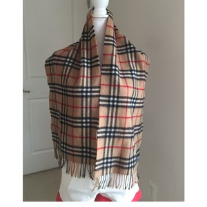 Burberry guc Burberry vintage Burberry's wool scarf