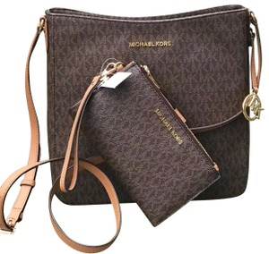 1a26975694d5 Michael Kors Bags - Up to 90% off at Tradesy