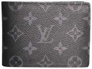5ab8e6227b Louis Vuitton Men's Wallets - Up to 70% off at Tradesy