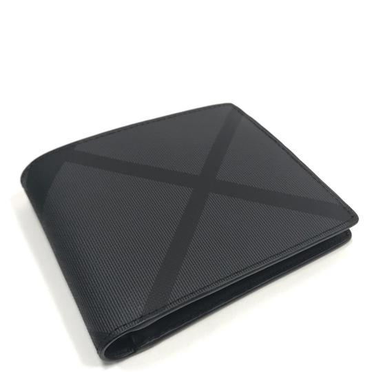 Preload https://img-static.tradesy.com/item/24523415/burberry-charcoal-black-london-check-and-leather-international-bifold-wallet-0-0-540-540.jpg