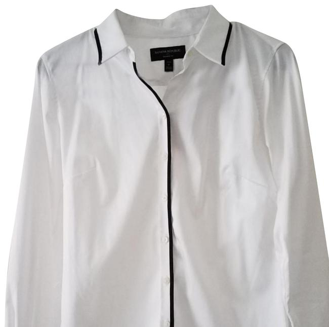 Preload https://img-static.tradesy.com/item/24523444/banana-republic-white-button-up-blouse-size-petite-6-s-0-2-650-650.jpg