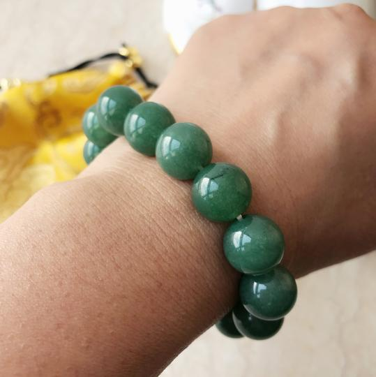 Unbranded Auth jade bean bracelet with silk red gold Pouch, size fits all!