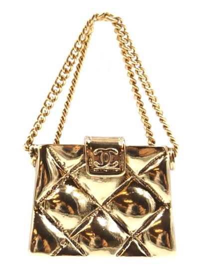 Preload https://img-static.tradesy.com/item/24523502/chanel-24741-gold-rare-cc-flap-quilted-bag-hardware-brooch-pin-charm-0-1-540-540.jpg