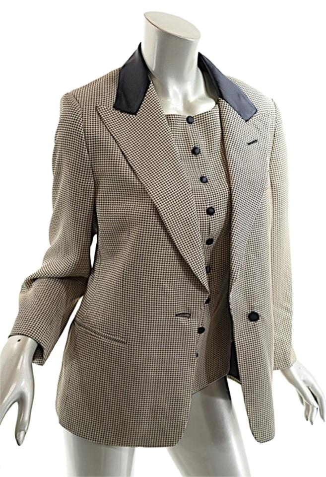 Sep 28, · How to Wear a Blazer Four Methods: Selecting the Right Fit Choosing the Fabric and Hem Styling a Men's Blazer Creating Outfits with a Women's Blazer Community Q&A The blazer is a super-chic fashion item that can be used to create a broad variety of oraplanrans.tk: 51K.