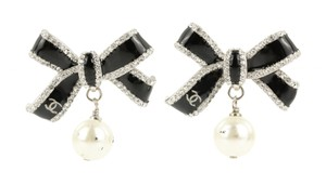 Chanel Bow Imitation Pearl Drop