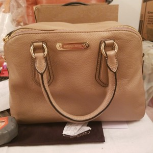 92a451dd0aa5 Michael Kors Collection Cross Body Bags - Up to 90% off at Tradesy