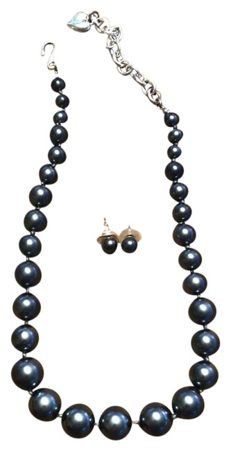 Item - Black Pearl Imitation and Earrings Necklace