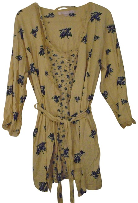 Item - Robe and Gown Pale Yellow with Blue Flowers Top