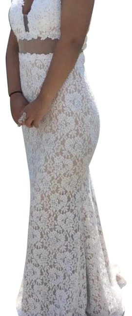Item - White Long Formal Dress Size 2 (XS)