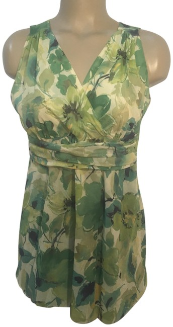 Preload https://img-static.tradesy.com/item/24539553/green-floral-print-blouse-size-8-m-0-1-650-650.jpg