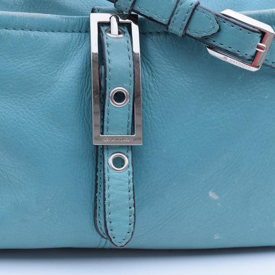 B. Makowsky Cross Body Bag Image 4