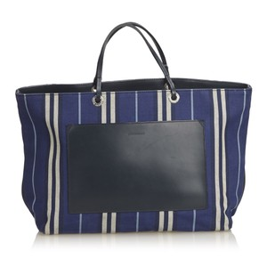 Burberry 8kbuto006 Tote in Blue