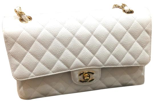 Preload https://img-static.tradesy.com/item/24546529/chanel-classic-flap-medium-in-with-gold-hardware-white-caviar-leather-shoulder-bag-0-1-540-540.jpg