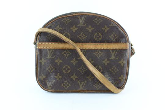 Preload https://img-static.tradesy.com/item/24546567/louis-vuitton-229201-brown-coated-canvas-cross-body-bag-0-0-540-540.jpg