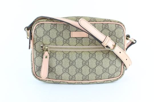 Preload https://img-static.tradesy.com/item/24546571/gucci-supreme-pink-229464-beige-coated-canvas-cross-body-bag-0-0-540-540.jpg