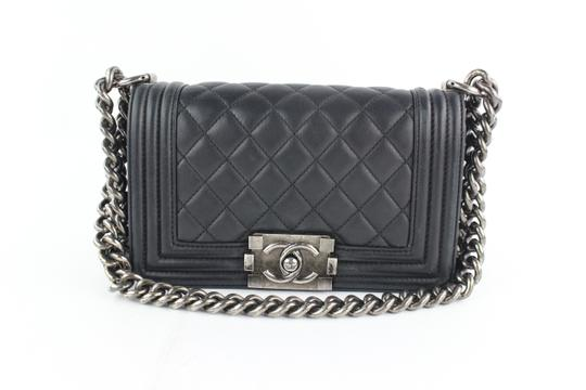 Preload https://img-static.tradesy.com/item/24546609/chanel-boy-quilted-lambskin-le-9cz1812-black-leather-cross-body-bag-0-0-540-540.jpg