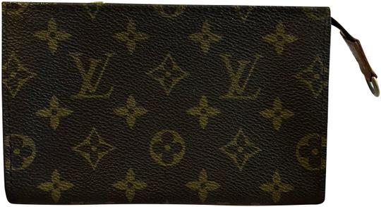 Preload https://img-static.tradesy.com/item/24546911/louis-vuitton-bucket-pouch-cosmetic-bag-0-1-540-540.jpg