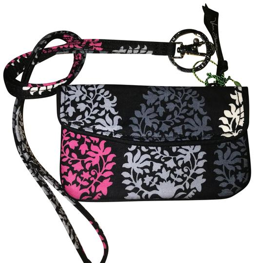 Preload https://img-static.tradesy.com/item/24547052/vera-bradley-jen-zip-id-and-lanyard-wallet-0-1-540-540.jpg
