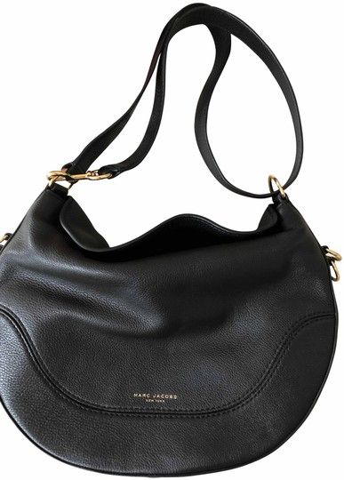 Preload https://img-static.tradesy.com/item/24547200/marc-jacobs-m0013556-black-leather-cross-body-bag-0-6-540-540.jpg