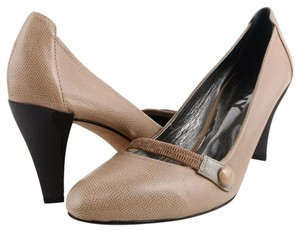 bfae9fe949ca Women s DKNY Shoes - Up to 90% off at Tradesy