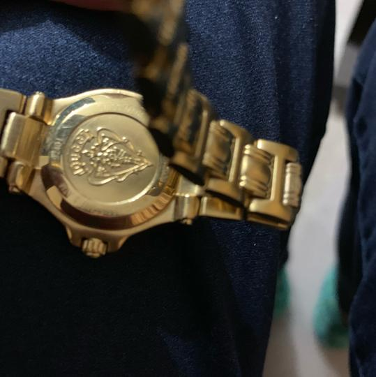 Gucci 9240 series watch Image 6