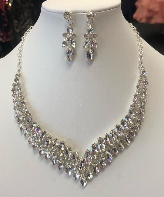 Item - Silver and Crystal Necklace Jewelry Set