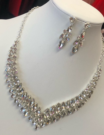 Silver and Crystal Necklace Jewelry Set Image 2